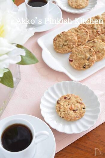 アニスシードはスープ料理などの他、お菓子作りでも活躍。中東や地中海付近の国々では古代からよく食べられているそうです。いつものクッキーにもアニスシードを加えるだけで、一気に異国情緒のする味に変わります。