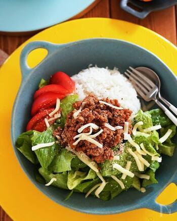 タコライスに使うタコミートにも加えて。ひき肉料理に活躍するナツメグ、ビーフカレーにおすすめなクローブ、豚肉料理に使うシナモンを合わせたような香りのオールスパイスなので、お肉料理が格上げされますよ。
