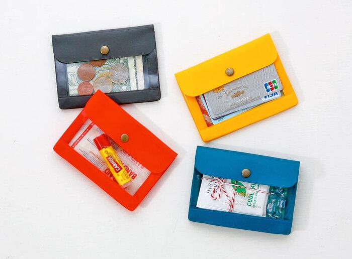 12色展開でカラーバリエーションが豊富だから、項目別に色分けしてもいいかも。お財布としてそのまま持ち歩いてもいいかっこよさがうれしいですね。