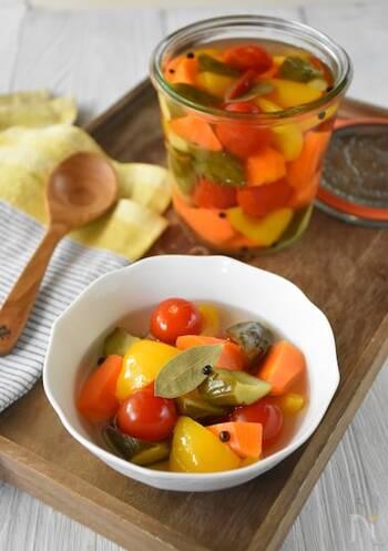 野菜を調味液に漬けて簡単!ピクルスの作り方&アレンジレシピ