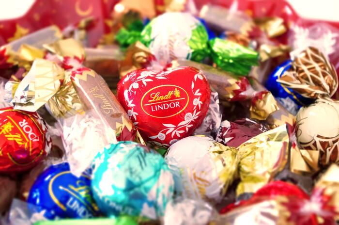 それでは、ドイツでは恋人に何をプレゼントするのでしょうか。スーパーではバレンタイン風のチョコレートやお菓子も登場しますが、実際に贈るのは花束が主流。友人や同僚などに渡す義理チョコの文化はないそうです。他のヨーロッパ諸国も同様の形なので、世界を見渡してみると日本の方が特殊なのかもしれませんね。しかし日本では日本らしく、今年もバレンタインを楽しみましょう!ということで、今回はそんなドイツから、バレンタインにおすすめの手作りお菓子をピックアップしてみました。