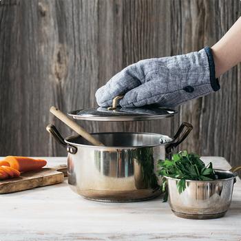 しかも、リネンは汚れが付きにくいだけでなく、汚れが落ちやすく、洗った後の乾きやすさもバッチリなので、衛生面が大事なキッチンファブリックとしてとても優秀。