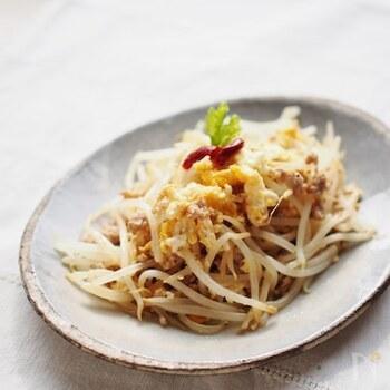シンプルなピリ辛味がヤミツキになる、ペペロンチーノ風炒め。ひき肉が入りボリュームも出るのでおかずとして活躍してくれます。