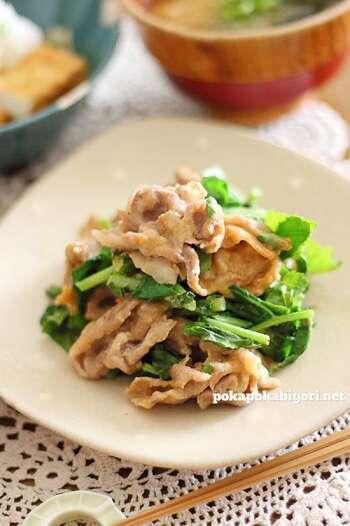 豚肉と一緒に炒めれば立派な主菜に変身。味噌とマヨネーズで和風の味付けがぴったりですね。  炒め物の具材を変えて作ってもよさそう。彩りはもちろん栄養面もバッチリ。育ち盛りの子がいる家庭ではお肉と合わせて食べてもらいましょう。
