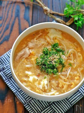切り干し大根に豚肉が入った具沢山の味噌スープ。切り干し大根は戻さずに作れるので時短にもなり、しかも栄養も旨味もバッチリのピリ辛味がおいしいおかずスープです。