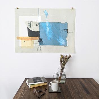 また、ファブリックポスターは、素材に厚手のキャンバス地を使われていることが多いので、1枚で飾っても丈夫です。 ピン留めしたり、両面テープで貼れたり、手軽に扱えて良いですね。  季節感のある色柄を取り入れてみて。