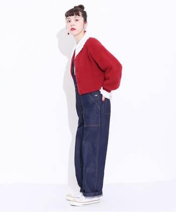 まだ肌寒いから、1枚では着るのはちょっと...。ならば、あったかカーディガンを重ねた着こなしはいかがでしょう? 襟や袖を出すだけで、とってもおしゃれですよ。