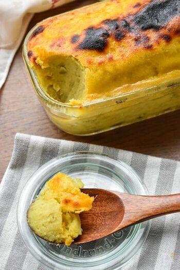 ワンボウルで、さつまいも、バター、お砂糖、卵などを混ぜ合わせてトースターで焼くだけの簡単スイートポテトです。滑らかな口当たりと優しい甘さのスイーツですが、意外にもボリューミー。少量ですぐに満腹感を得られますよ。 スコップ式につくっておくと取り分けやすく、そのまま保存もできるのでおすすめです。