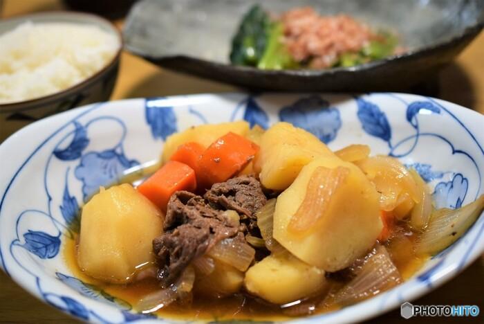 家庭料理の定番「肉じゃが」の作り方&おすすめ献立(副菜レシピ)