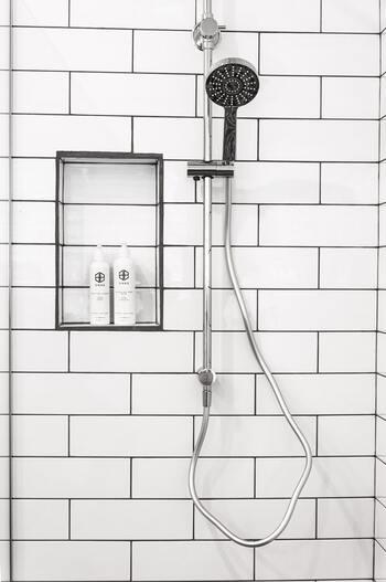 ほとんどのシャワーヘッドには対応しているホースメーカーが表記されています。自宅のシャワーホース取り付けられるものかどうかをきちんと確認しましょう。