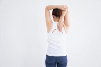 筋肉を動かすことで血行促進が期待できるため、リンパの流れが整い、むくみがスッキリする効果が期待できます。全身に酸素や栄養が行き渡りやすくなるので、疲れにくい体を作ることができるでしょう。毎日活動的に過ごせるようになれば、さらなる代謝アップが期待できますよ。