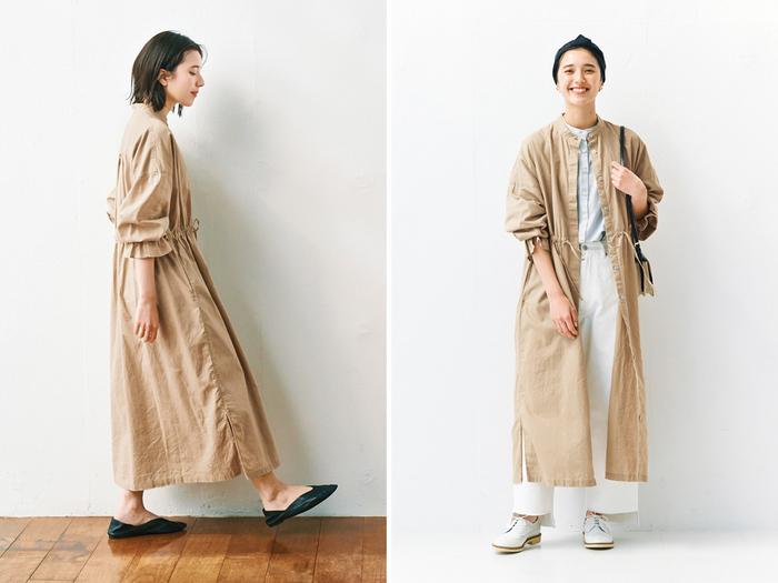 一枚で着ても、コートとして着ても、ちょうどいい厚さの綿麻を採用したウエストギャザーワンピース。すっきりと控えめなスタンドカラーに比翼仕立てのデザインが、着回しの幅を広げてくれます。ウエストを絞ることでシルエットが調節できるので、どんなコーデにも合わせやすい一枚です。