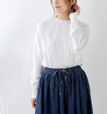 一枚で着たり重ねたり。シンプル&おしゃれな「白ロンT」着まわしコーデ