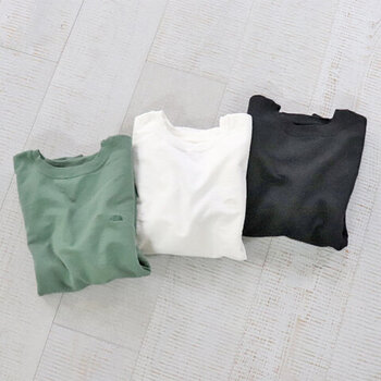 ベーシックな、クルーネックのスウェットトップス。胸元に「THE NORTH FACE PURPLE LABEL(ザ ノースフェイスパープルレーベル)」のロゴが入っていますが、同系色デザインなので目立ちすぎず、大人コーデにぴったりな一枚です。カラーはオフホワイト・グラスグリーン・ブラックの3色。
