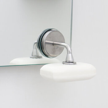 浴室で石けんを使う人におすすめなのが、こちらのソープホルダー。ソープディッシュはヌメリの原因になりやすいですが、これなら清潔に石けんを収納できます。