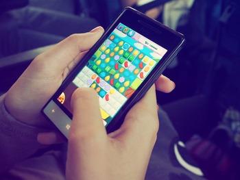 スマートフォンのアプリにはストレスを発散専用のゲームがあることをご存知でしょうか。無料のものから有料のものまでさまざまある中で、「Antistress - 不安 & ストレス発散ゲーム」はルールが簡単で誰しも取り組みやすいゲーム。「石鹸を切る」「電気を付ける」「車を洗う」など、単純だけどなんだか気持ちがいい動作をスマートフォン内で取り組めるので、きっとストレス発散になるはず♪