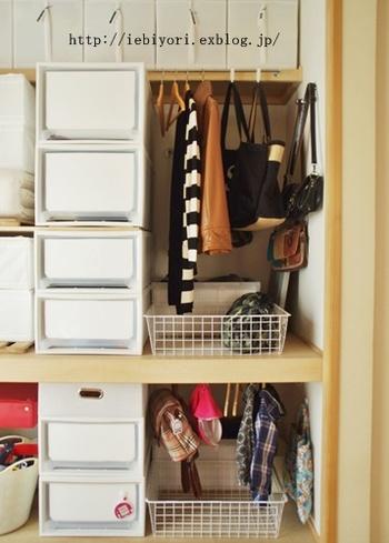 広くて使いやすい押入れをクローゼットとして使っているお家も多いのでは?押し入れに合うサイズの衣装ケースを使ったり、必要なぶんだけ重ねられる、積み重ねタイプのケースを使っても◎