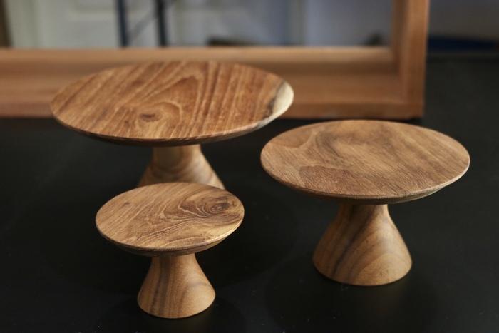 チーク材のコンポート皿は温もりの中にも上品な佇まいが。美しい木目を最大限に活かしたシンプルなデザインは、お部屋にさり気ない高級感をプラスしてくれます。