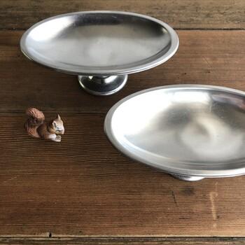 少し個性を出したいなら楕円型のコンポート皿もおすすめ。丸型に比べてややシャープな印象を持ち、シンプルなので食べ物や植物、アクセサリーなど、どんなアイテムとの相性も◎