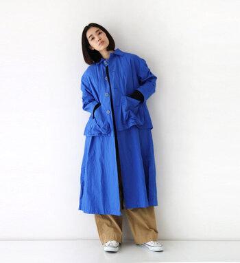 まるでワンピースのような「Veritecoeur(ヴェリテクール)」のワンピースコート。ボタンを開けて軽く羽織っても◎