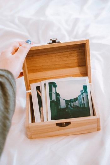 推しに関連するグッズや写真集めは、一番ポピュラーな推し活と言っても過言ではないです。気軽に自分空間で思いっきり推しを愛でることができるので、活力チャージにも一役。