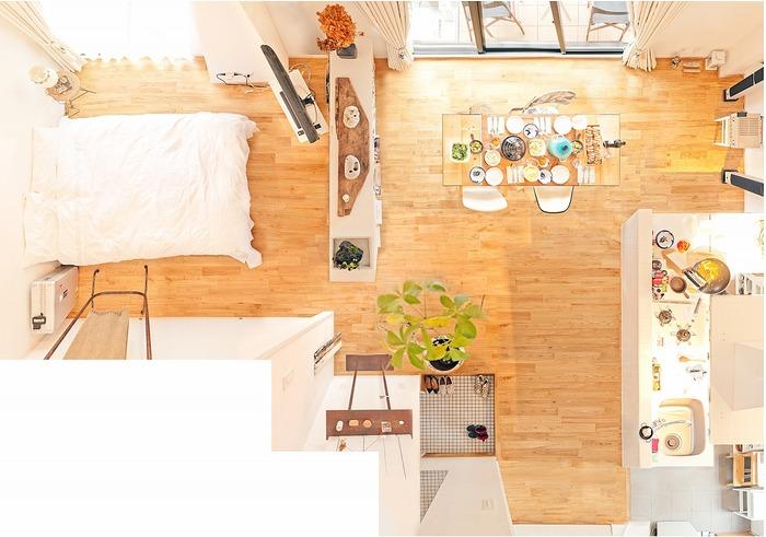 お部屋の真ん中に棚を設置することで、大がかりなリフォームをすることなく、一家だんらんを楽しむスペースと、休息をとるスペースをさりげなく分けることができます。