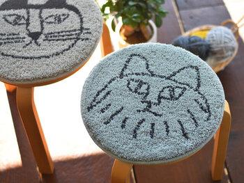 マイキーをはじめ、リサ・ラーソンで人気者の猫モチーフのチェアパッドです。何ともいえない表情が愛くるしく、存在感抜群!
