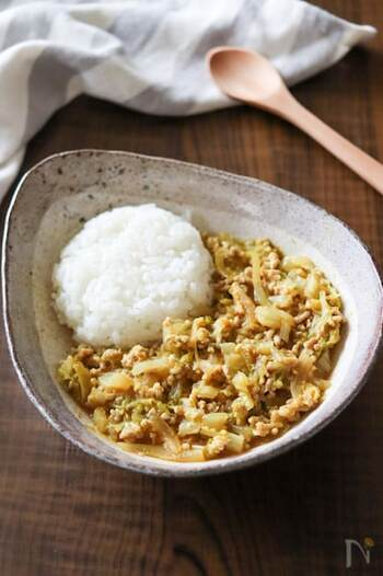 刻んだ白菜をたっぷり加えたカレーのレシピ。味付けに味噌を加えているので和風の味わいで、白菜とも相性抜群♪やさしい味に仕上がるので、子供も食べやすいですよ。