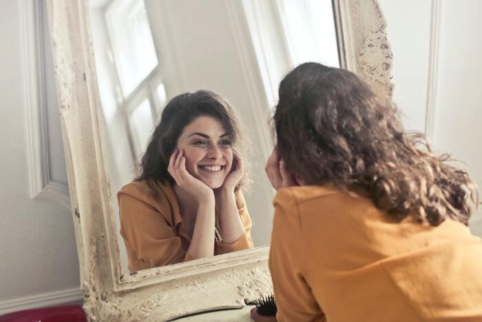 気分のアップダウンは誰にだってあること。うまくいかない日だってあるよね。こんなふうに自分自身を認めてあげることが大切なのです。自分の人生なのに周りの評価ばかり気にしていてはもったいないですよ。常に自分を優先に、自分を大切にしてあげましょう。