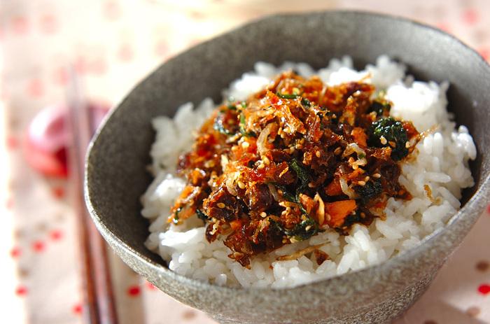 出しを取った鰹節はふりかけにするとおいしく食べられます。鰹節を乾煎りして、香りのあるお野菜とジャコと一緒に味付けします。ご飯のお供にぴったりです。