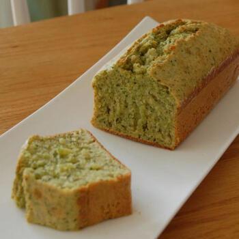 フードプロセッサーがあれば、小松菜もピューレ状に。ヘルシーな野菜のケーキも簡単にできますね。