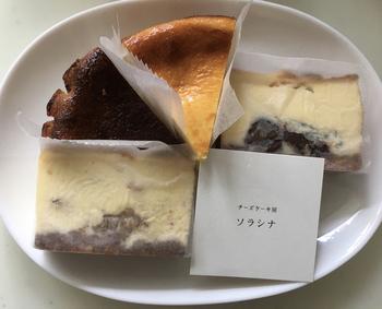 濃厚でコクのある「ニューヨーク・チーズケーキ」のような定番のほかに、独特の風味が大人好みのゴルゴンゾーラに芳醇な香りの洋梨を組み合わせたものなど、個性豊かなチーズケーキがいただけます。コーヒーやお茶はもちろん、ワインやウイスキーのお供にいかがでしょうか?