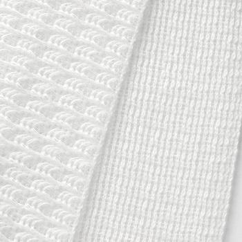 ふんわりと空気をはらんだ綿レーヨンのボディタオルは、フワフワとした豊かな泡立ちが特徴です。お肌への当たりも優しく、肌を傷付けずに優しく汚れを落してくれます。