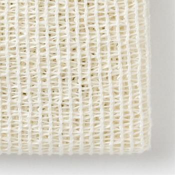 綿に和紙を織り交ぜた丈夫で目の粗いボディタオルです。細かな泡立ちで泡切れが良く、スッキリと洗い上げてくれます。シャリ感が強い独特の質感で、肌のマッサージ効果もあり皮脂や汚れをスッキリと落としたい人におすすめです。
