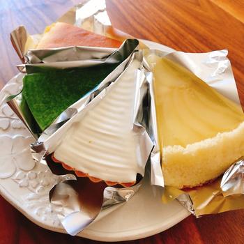 チーズケーキやムースケーキ、タルトなどどれも目を惹くビジュアルです。ちょっぴり贅沢したいときのひとり時間や、おもてなしスイーツにもおすすめですよ。