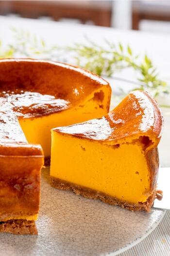 こちらはかぼちゃをたっぷり使ったベイクドチーズケーキ。かぼちゃの甘味と風味を存分に感じられるスイーツです。おもてなしにも◎丁寧に淹れた珈琲や紅茶と一緒にどうぞ♪