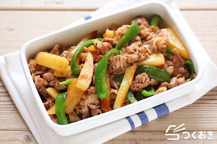 じゃがいも、豚肉、ピーマンを炒め合わせる、栄養バランスの良いおかず。シンプルな味付けで塩分も控えめです。食べ応えがあるのがうれしい一品です。