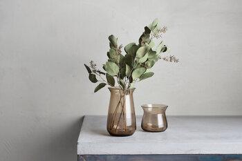 生花を飾る際には、水の取り替えが必要になりますが、もっと手軽に植物を楽しむならドライフラワーを飾ってみましょう。お手入れ不要な上に、ハーブなど香りのいいブーケも沢山あります。見た目にもおしゃれで、転倒して水がこぼれてしまうなんて心配もありません。
