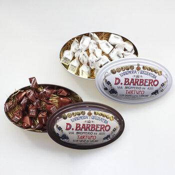 海外製のお菓子のパッケージっておしゃれでかわいいですよね。こちらはイタリアの老舗バルベロ社のトリュフチョコ。伝統製法による美味しさと1つずつ包まれているので、仕事の合間にも食べやすいお菓子です。