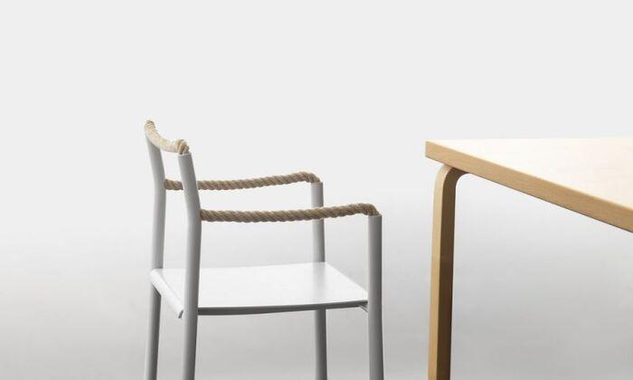 ひじ掛けと背もたれにロープが使われているという今までにないデザインの椅子。こちらはアルテック社の新作チェアとして、昨年販売されたばかりの商品です。ロープの汎用はあなどれません。頑丈でしなやか、そして柔軟性があるので、どんな体系の人にもフィットしてくれます。