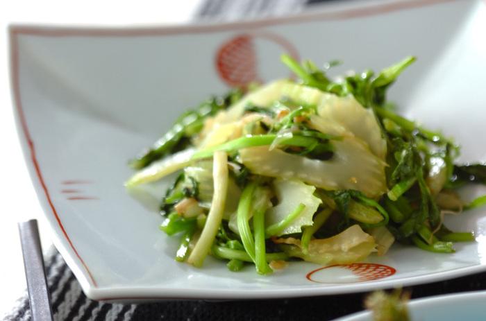 フライパンでさっと炒めるだけの超簡単レシピ。それでいて奥深い美味しさを感じられるのは、柚子胡椒を使っているから。控え目ながら個性がしっかりある素材の組み合わせです。