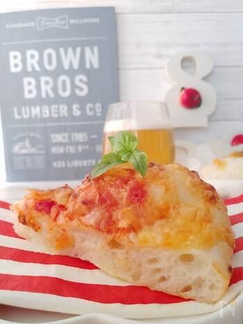 同じ要領でピザ作りも*生地はスプーンで混ぜて作るので、手が汚れません。洗い物が少なく済むのも嬉しいポイントですね♪