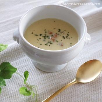 薄皮か気になる生のとうもろこしも、フードプロセッサーを使えばなめらかなペースト状に。旬の時期にぜひ作ってほしいコーンスープです。