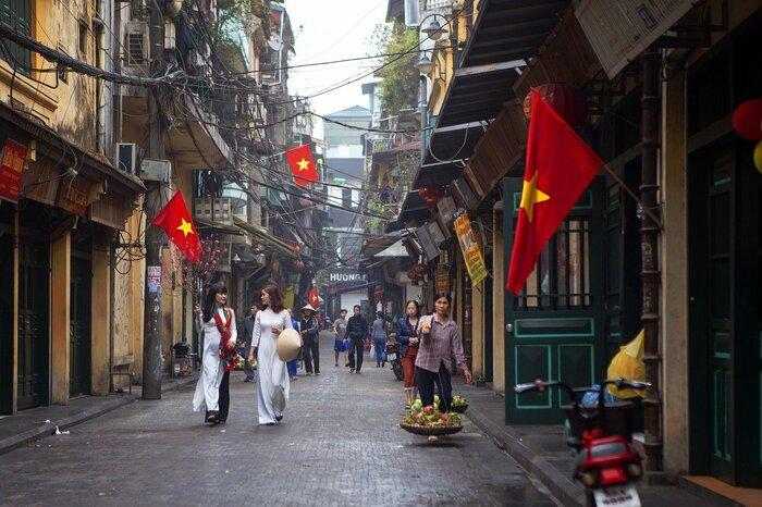 ここからは、実際にベトナムでアオザイがどんな風に着こなされているのかなど…Q&Aでご紹介していきます。