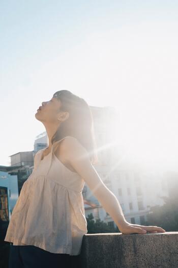 柔らかい物腰と芯の強さ。自然体な女性に似合う「聡明」という生き方