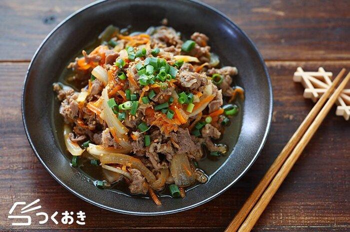 甘辛味でご飯もお酒もすすむ。韓国料理でもとくに人気のおかず「プルコギ」。肉だけでなく野菜もたっぷりいただけるので、大皿に盛って食卓にそのままだしたり、ご飯にのせてプルコギ丼にしたりしていただくのも美味。(冷蔵保存4日)