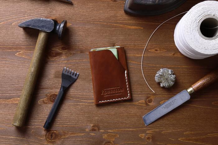 贈り物にもおすすめ。人気のおしゃれ【革小物】ブランド&アイテム集