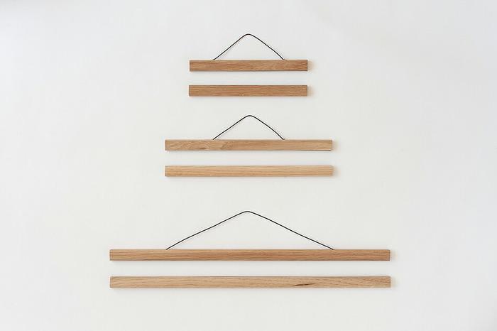 ポストカードのような小さなアートから、ポスターのようなB2判の大きなサイズも、縦横自在に飾れます。 フレームハンガーの要となるのは、材質。 木製が多いので、作品やお部屋に合わせて木の種類や色味が選ぶポイントになります。
