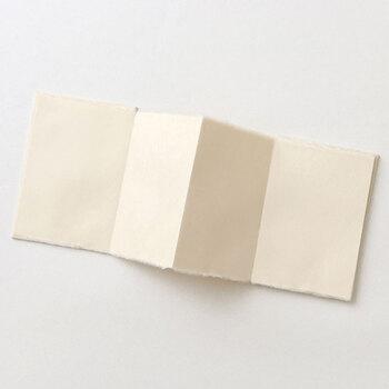 半紙で頂いた御朱印は、糊を使って丁寧に貼ります。スティック糊や、スプレー糊、テープ糊がオススメ。紙の種類や、使いやすさから選んでみましょう◎