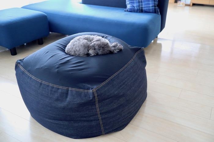 ビーズクッションを選ぶ時の大きなポイントの一つは、大きさと形。体をすっぽり包み込んでくれる様なソファ型のタイプから、枕くらいの大きさのものなど色々あるので、まずはどんなサイズが欲しいかを決めましょう。
